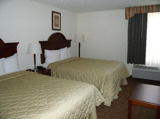 MainStay Suites Grantville - Hershey North: Queen size beds