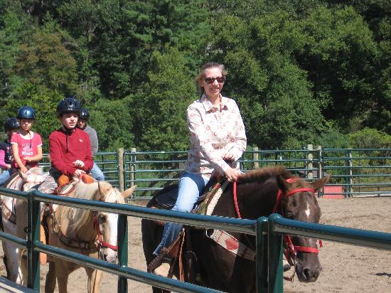 ‪‪Ridin-Hy Ranch Resort‬: Taking Riding Lessons‬