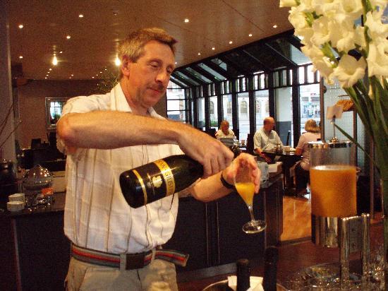 Swissotel Zurich: Champagne Breakfast Anybody