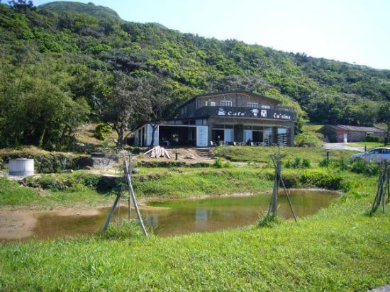 Yilan County, Taiwan: 往南不遠處  路邊ㄉcafe