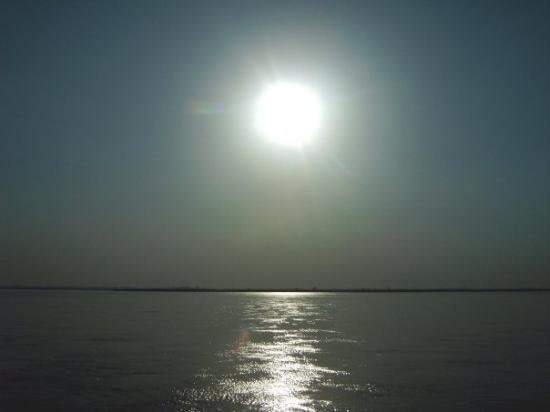 Gujranwala, Pakistan : Sonnenuntergang am Fluss