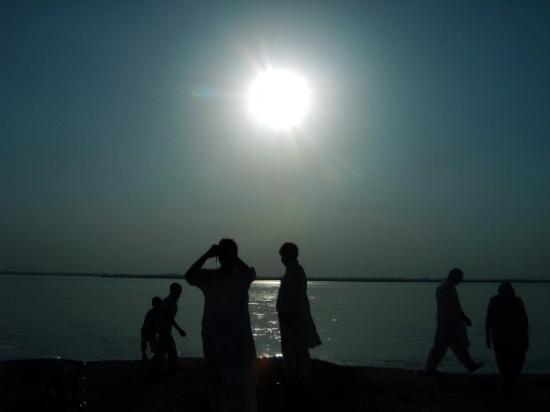 Gujranwala, Pakistan: Sonnenuntergang am Fluss