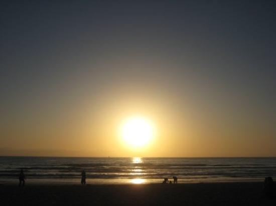 Mission Beach: Beer and a gorgeous sunset, what more could you want???