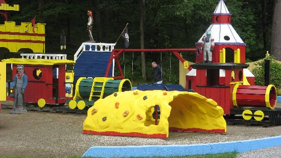 Colonel Williams Lake George Motel and Resort : GREAT PLAYGROUND!