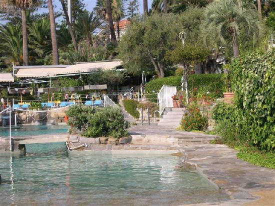 Royal Hotel Sanremo: questa e' la piscina ad acqua di mare progettata da Gio' Ponti, e' una favola meglio del mare!!!