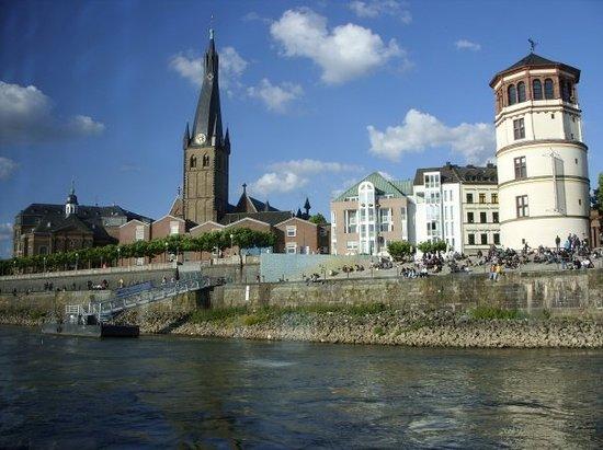 莱茵河滨步行道