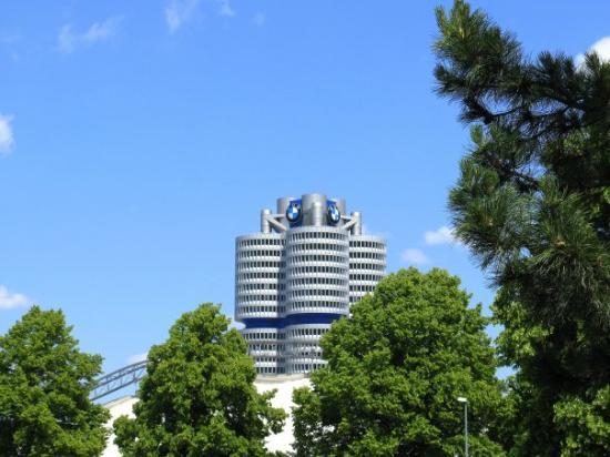 พิพิธภัณฑ์บีเอ็มดับเบิลยู: BMW Tower