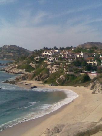 Playa Palmilla (Palmilla Beach): Desde el mirador hacia el surponiente. Se aprecia parte del One and Only Palmilla Resort. Si qui