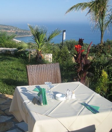 Cephalonia, Yunani: Table for Two