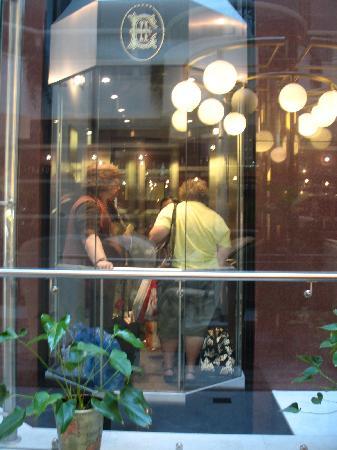 Hotel Europe: Internal glass lift