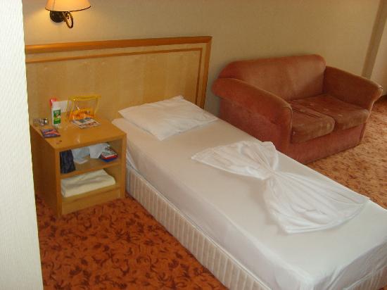 Alba Resort Hotel: Family Room Living Room - Extra Beds
