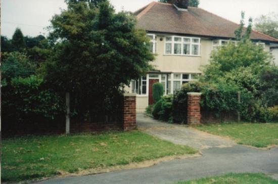 Mendips - John Lennon Home: Lennon's childhold home Liverpool. Songs written here too