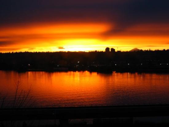 นิวเวสต์มินสเตอร์, แคนาดา: Just a random sunrise, a little more colourful than usual.