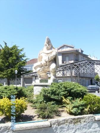 Xinzo de Limia, Ourense, monumento a O Entroido