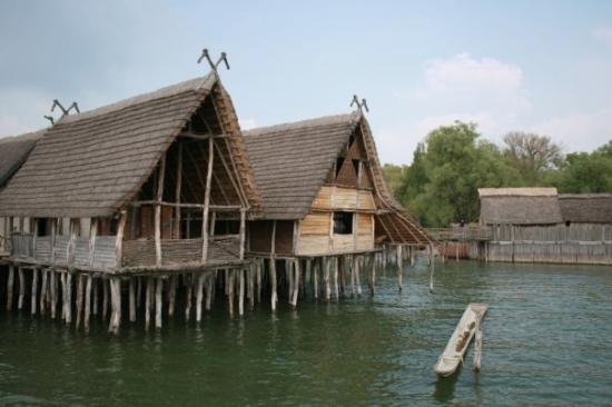 Unteruhldingen, เยอรมนี: The museum, houses in water