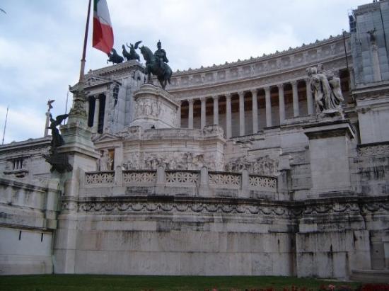 Monumento a Vittorio Emanuele II: Monumento a Emmanuel