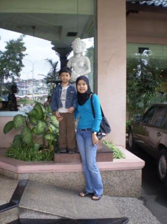 Kedaton Hotel: At the hotel entrance .. er, ignore the statue behind.  hehehe