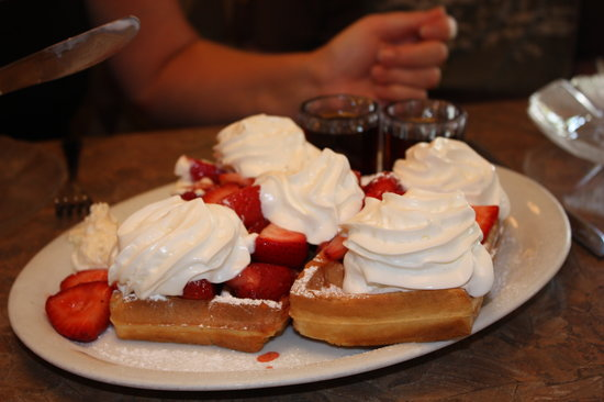 Rosine's Restaurant: Belgian waffle with fruit and cream - delicious