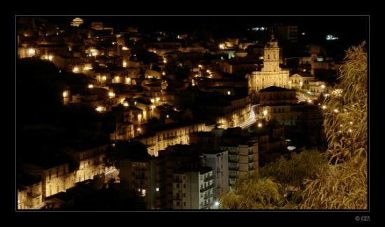 Módica, Italia: Modica, ti amo di notte...