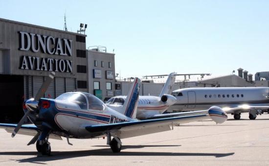 ลิงคอล์น, เนบราสก้า: Lincoln, Nebraska fuel stop + Avtrip points, March 11, 2009. Gina's cowl plugs help retain some