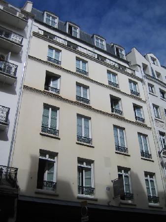 duplex bedroom picture of hotel le senat paris. Black Bedroom Furniture Sets. Home Design Ideas