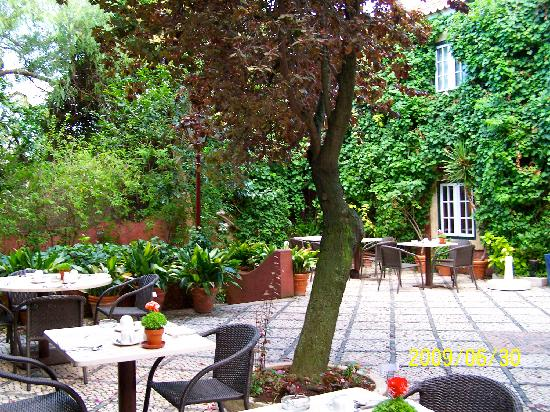 Courtyard at York House