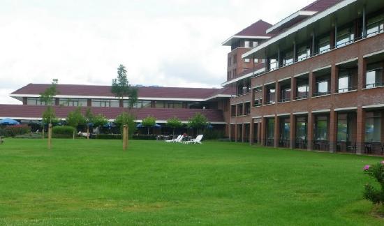 Van der Valk Hotel Wolvega-Heerenveen: Giardino hotel