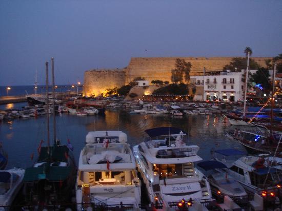 Port de Kyrenia : The harbour at dusk