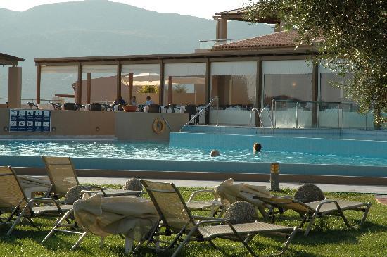Village Heights Golf Resort: The pool