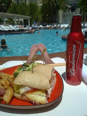 ‪‪Four Seasons Hotel Las Vegas‬: Lunch in the pool area :)‬