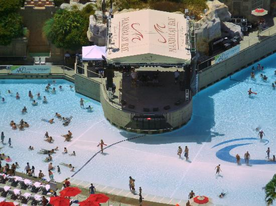 Four Seasons Hotel Las Vegas: Stage in Mandalay Bay pool where we saw the Wailers live