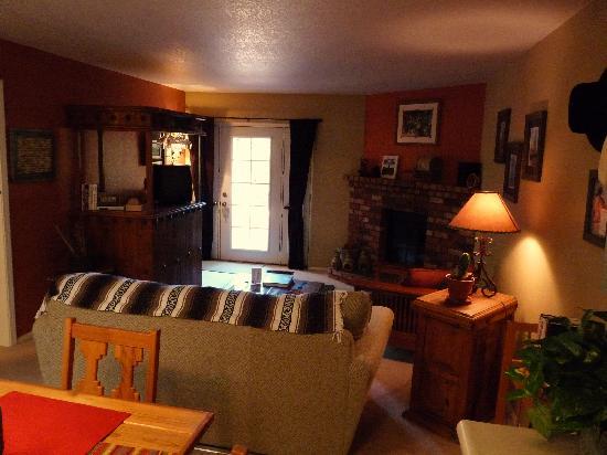 Cozy Cactus Bed and Breakfast: Our room - 'Cowboy Hideway Suite'