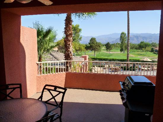 Rancho Mirage, CA: Our balcony (1 bedroom premier vila) - incl BBQ!