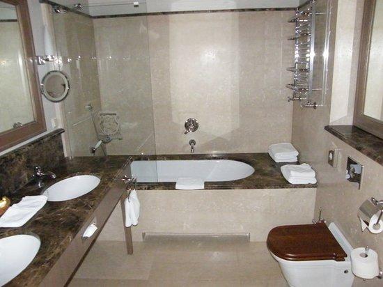Art Hotel: fantastic bathroom
