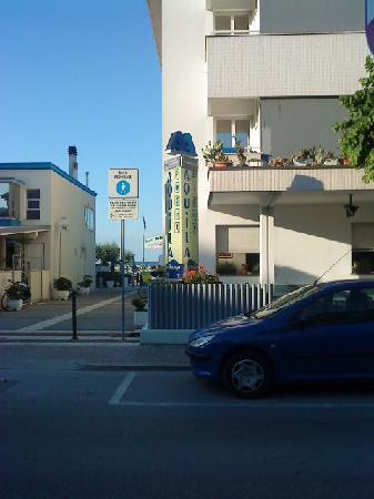Albergo Aquila: Zugang zum Strand