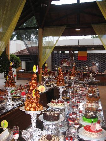 Club Med Palmiye: Un buffet de desserts (le soir de la fète nationale belge)