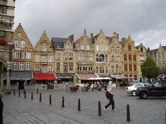 De Nacht Wacht : The bars in Ypres main square