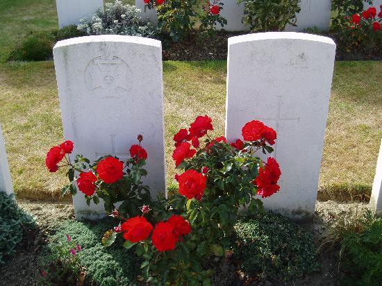 De Nacht Wacht : Tyne Cot cemetery, Passchenandaele