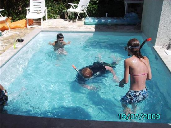 Apartments Komduur : in the pool