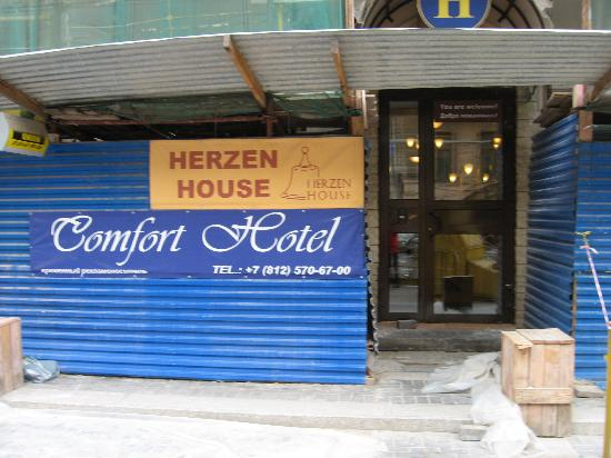 Comfort Hotel: Hotel door