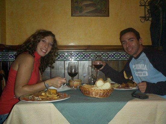 Hotel Rural Mirasierra: Que bien comimos en un restaurante a 2 manzanas...