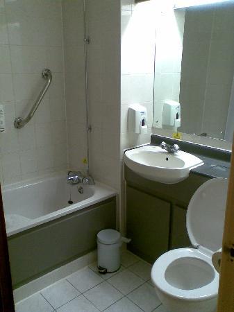 Days Inn Sevenoaks Clacket Lane : Bathroom