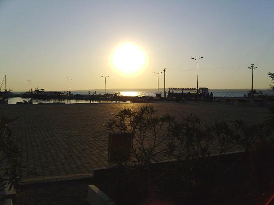 Mandalya Gardens: sunset from beach