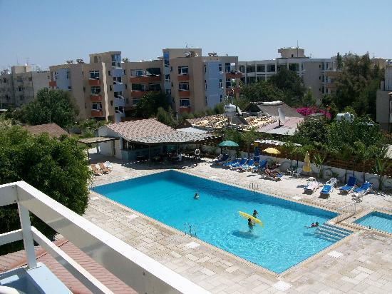 Valana Hotel Apts: Pool