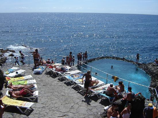 Piscine d 39 eau de mer picture of catalonia punta del rey for Eau de piscine