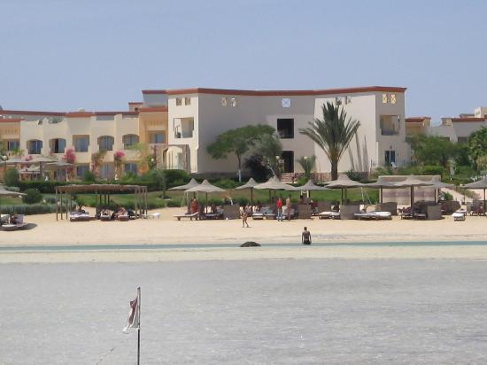 Blue Reef Red Sea Resort: Blue Reef visto dal mare