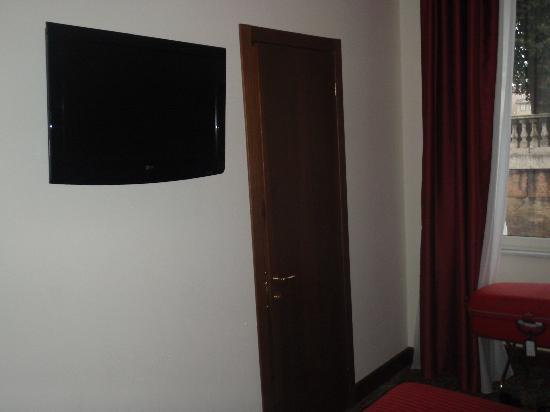 Beau Site - Antica Residenza: Room and TV