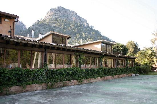 Bunyola, España: La zona de banquetes, vista desde los exteriores