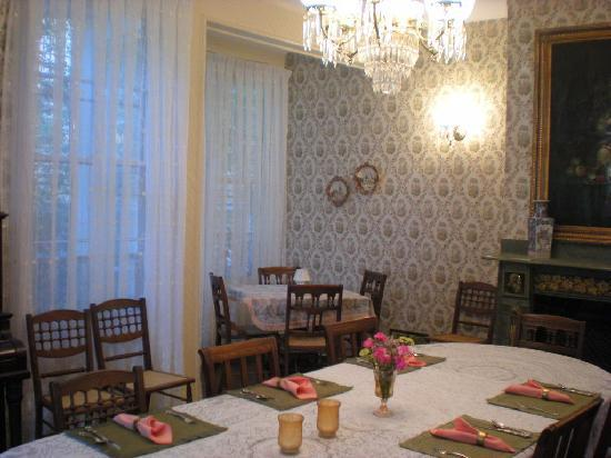 Oakwood Inn Bed and Breakfast: Palor
