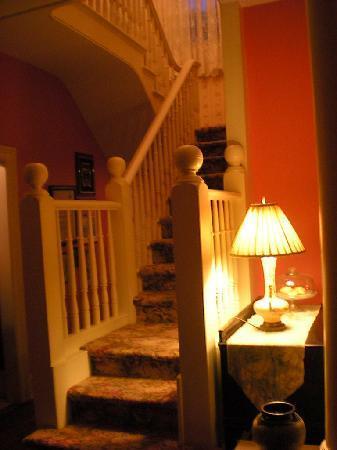 Oakwood Inn Bed and Breakfast: Dining room